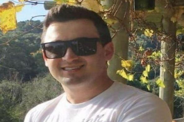 Médico veterinário morre em colisão frontal entre carro e moto