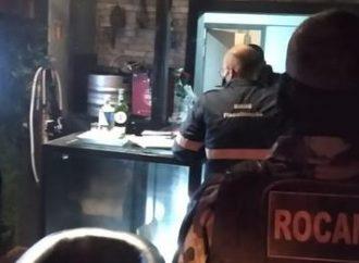 Nove bares e restaurantes de Canoas são flagrados com irregularidades; tinha até produto vencido
