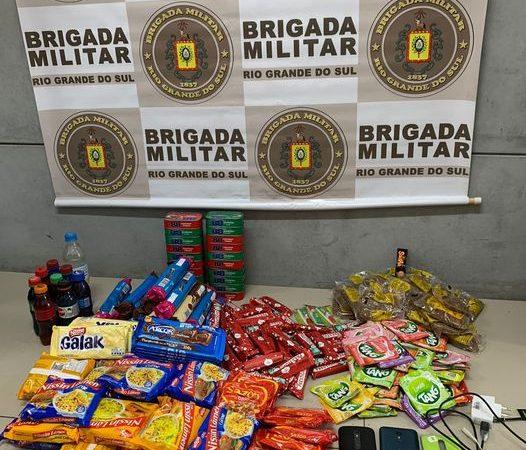 Homem é preso após jogar miojo, bolacha, chocolate e até refrigerante para dentro do Presídio de Sapucaia