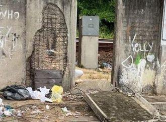 Criança de 8 anos é esmagada por placa de concreto de muro do metrô no Recife