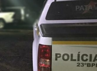 Mulher chama a polícia após briga com o vizinho e acaba sendo presa